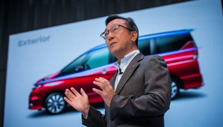 Nuova Nissan Serena, ora con ProPILOT per la guida autonoma - Foto 8 di 10