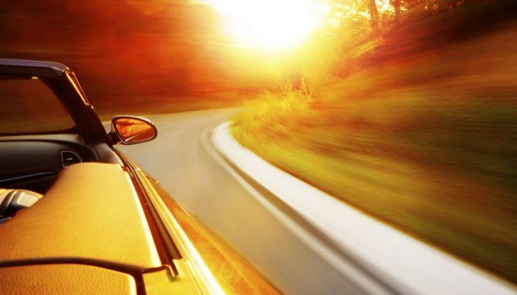 Guidare per lavoro d'estate: 5 consigli per affrontare il caldo - Foto 1 di 6