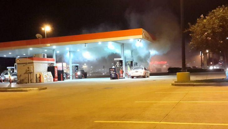 Crolla il prezzo del petrolio, non quello dei carburanti. Ecco perché - Foto 10 di 10