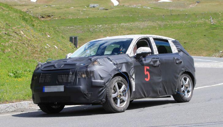 Geely SUV compatto, prime foto spia del modello del produttore cinese - Foto 10 di 12