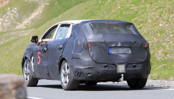 Geely SUV compatto, prime foto spia del modello del produttore cinese - Foto 12 di 12