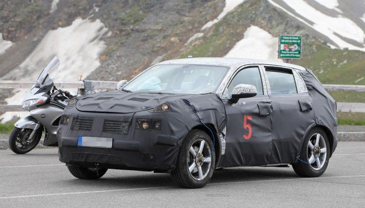 Geely SUV compatto, prime foto spia del modello del produttore cinese - Foto 4 di 12