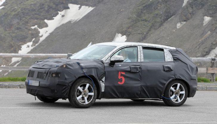 Geely SUV compatto, prime foto spia del modello del produttore cinese - Foto 5 di 12