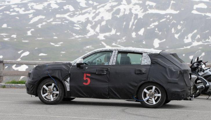 Geely SUV compatto, prime foto spia del modello del produttore cinese - Foto 2 di 12