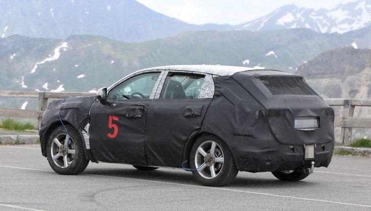 Geely SUV compatto, prime foto spia del modello del produttore cinese - Foto 6 di 12