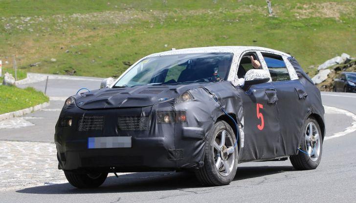 Geely SUV compatto, prime foto spia del modello del produttore cinese - Foto 1 di 12
