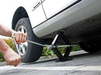 Gomme e freni auto, i controlli da fare prima di partire per le vacanze
