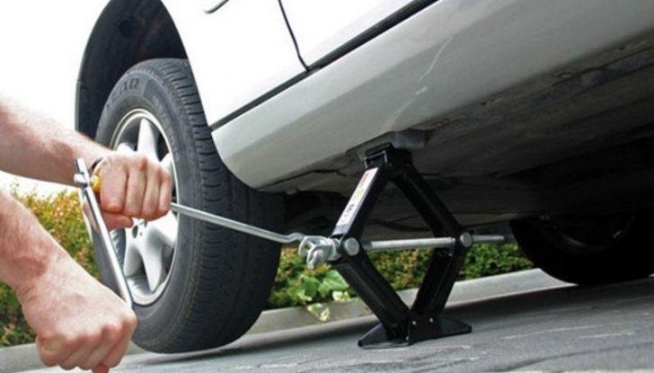 Come controllare e sostituire il liquido dei freni dell'auto - Foto 8 di 9