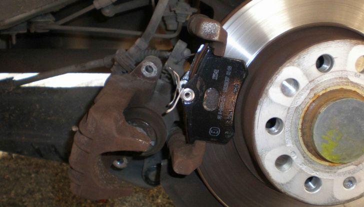Come controllare e sostituire il liquido dei freni dell'auto - Foto 9 di 9
