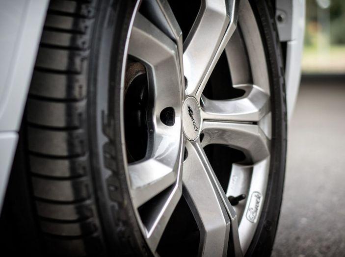 Come riconoscere una ruota danneggiata e quando sostituirla - Foto 4 di 10