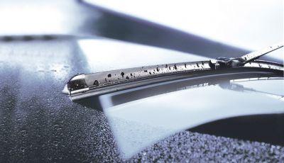 Manutenzione dei tergicristalli: sostituire le spazzole e cambiare i liquidi, quando va fatto