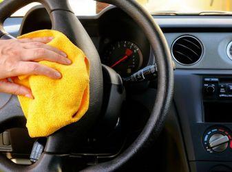 Come pulire e igienizzare l'abitacolo dell'auto: 5 pratici consigli