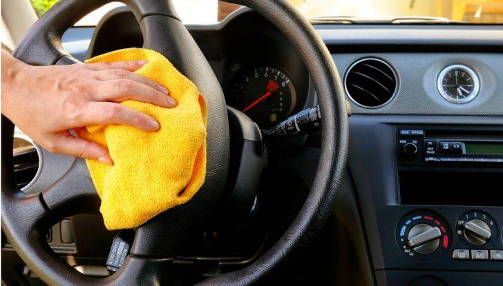 Come pulire e igienizzare l'abitacolo dell'auto: 5 pratici consigli - Foto 1 di 6