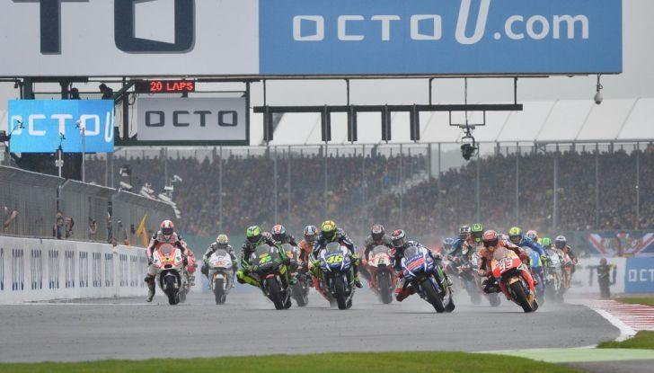 Risultati MotoGP 2016, Silverstone: vince Vinales, Rossi terzo - Foto 6 di 27