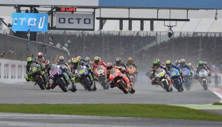 Risultati MotoGP 2016, Silverstone: vince Vinales, Rossi terzo - Foto 7 di 27