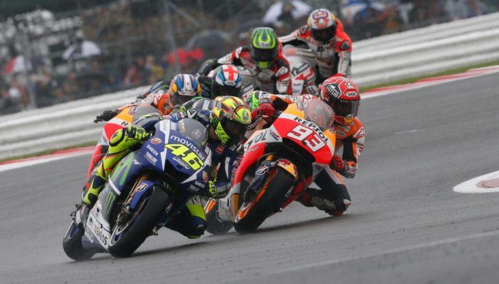 Risultati MotoGP 2016, Silverstone: vince Vinales, Rossi terzo - Foto 1 di 27
