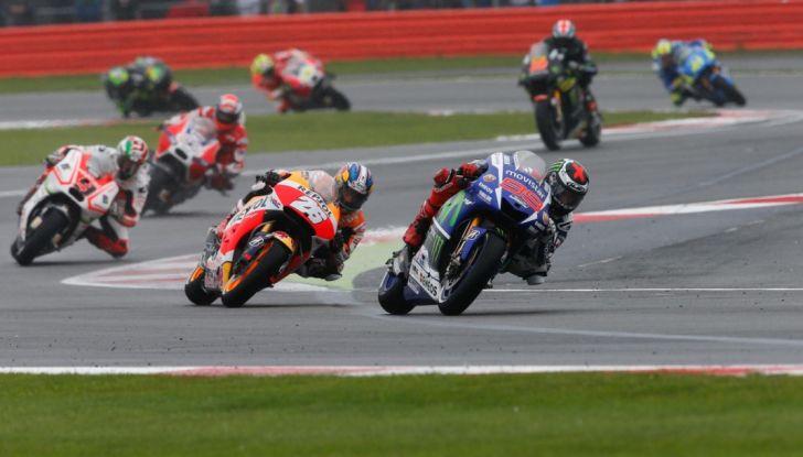 Risultati MotoGP 2016, Silverstone: vince Vinales, Rossi terzo - Foto 2 di 27