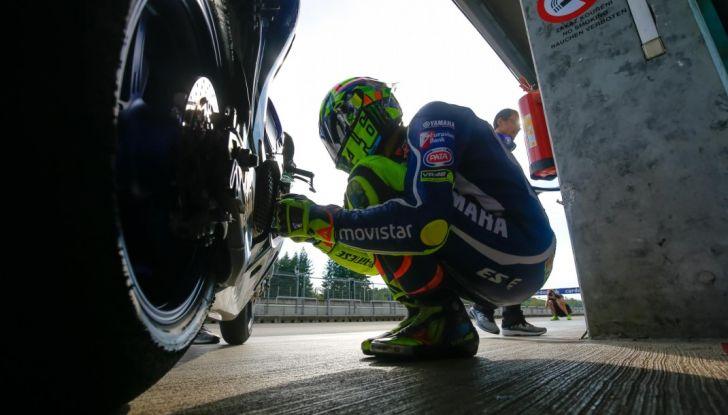 Valentino Rossi, frattura tibia e perone in allenamento: stagione finita - Foto 1 di 14