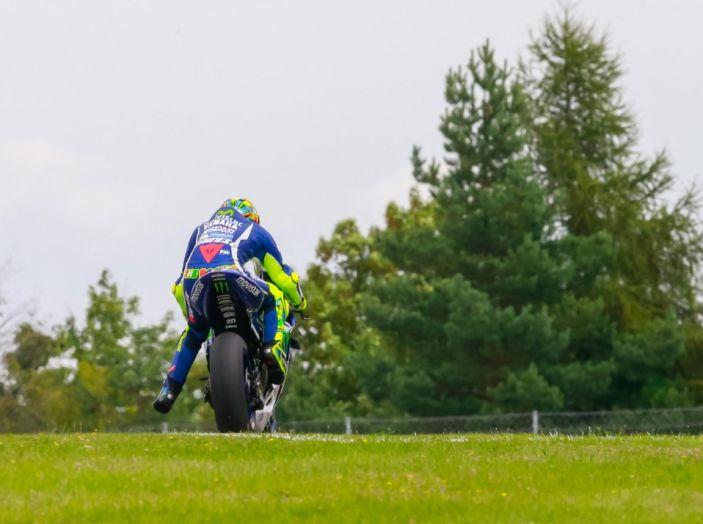 Risultati MotoGP 2016, Silverstone: vince Vinales, Rossi terzo - Foto 23 di 27