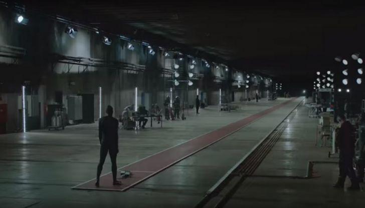 Nissan e Usain Bolt: sfida contro il fuoco per presentare la nuova GT-R - Foto 2 di 12