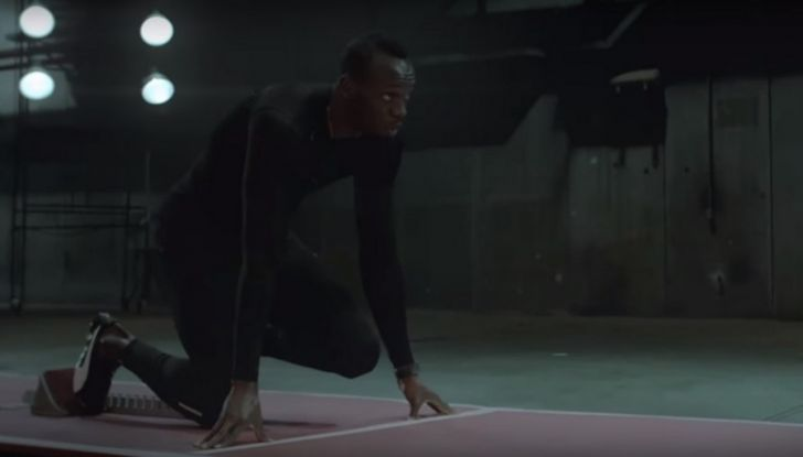 Nissan e Usain Bolt: sfida contro il fuoco per presentare la nuova GT-R - Foto 3 di 12