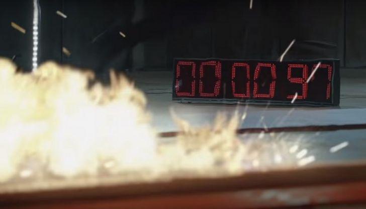 Nissan e Usain Bolt: sfida contro il fuoco per presentare la nuova GT-R - Foto 7 di 12