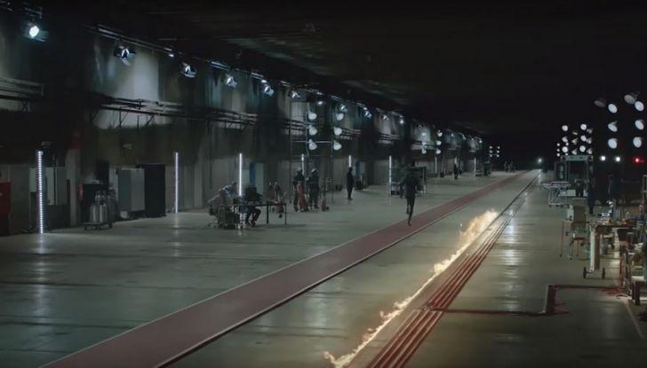 Nissan e Usain Bolt: sfida contro il fuoco per presentare la nuova GT-R - Foto 10 di 12