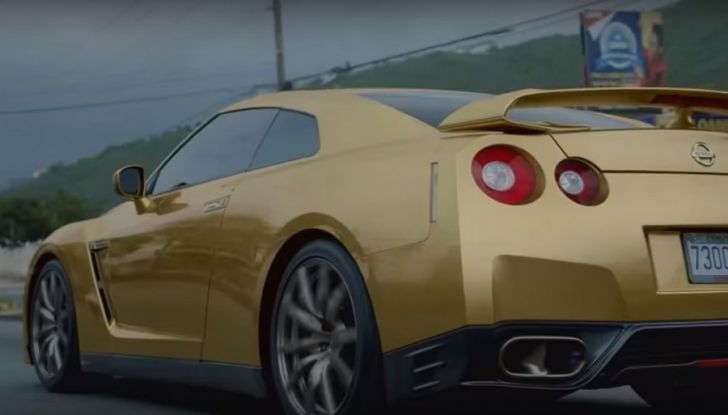 Nissan e Usain Bolt: sfida contro il fuoco per presentare la nuova GT-R - Foto 4 di 12