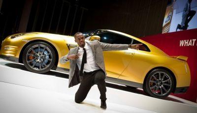 Usain Bolt, 6 volte medaglia d'oro alle Olimpiadi, sfida il fuoco