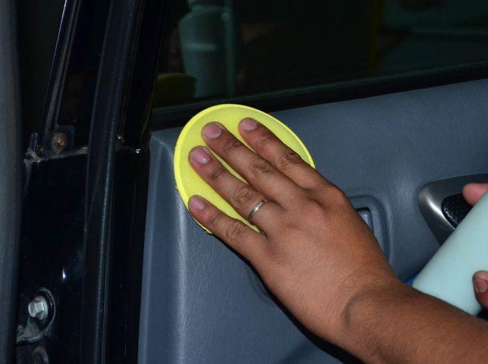 Come pulire le plastiche dell'auto - Foto 5 di 8