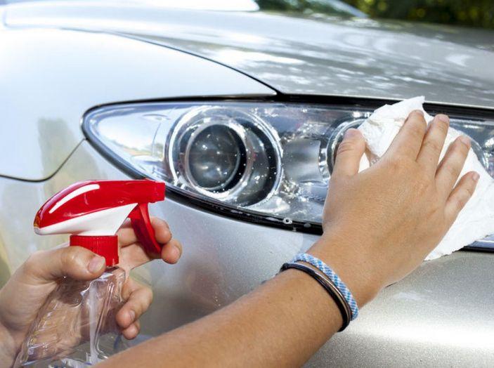 Come pulire le plastiche dell'auto - Foto 6 di 8