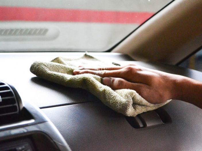 Come pulire le plastiche dell'auto - Foto 7 di 8