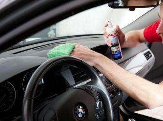 Come pulire le plastiche dell'auto