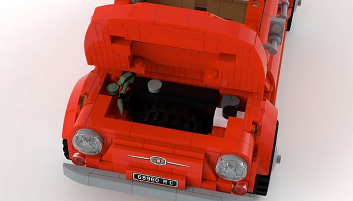 Fiat 500 in mattoncini LEGO, bagagliaio.