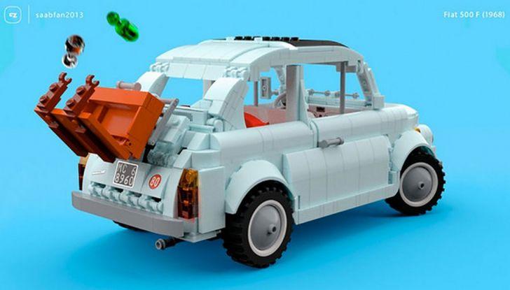 Fiat 500 in mattoncini LEGO, vista 3/4 posteriore laterale.