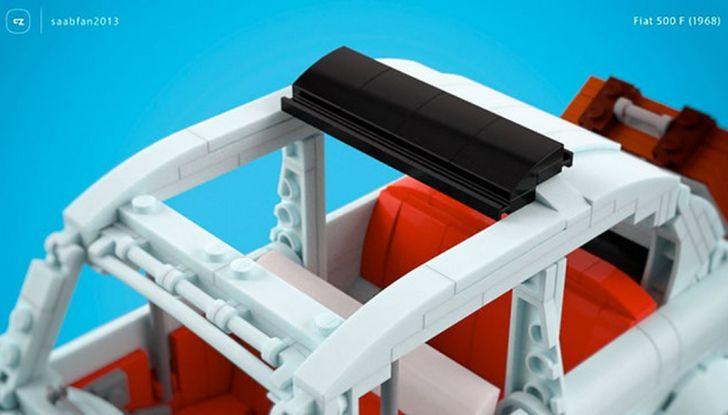 Fiat 500 in mattoncini LEGO, dettaglio tetto con capote aperta.