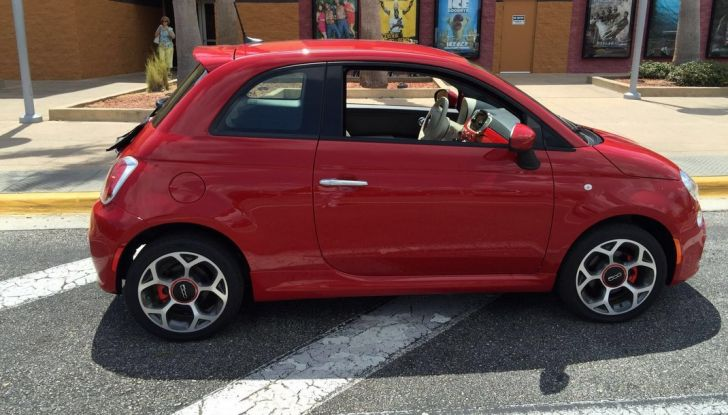 Fiat 500, prova su strada, laterale.