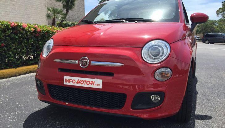 Fiat 500, prova su strada , vista frontale dal basso.