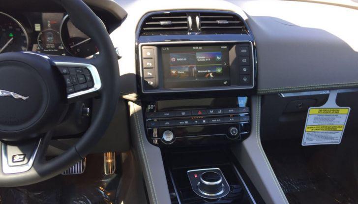Jaguar F-Pace provata su strada negli USA, in Florida - Foto 4 di 19
