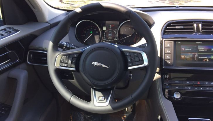 Jaguar F-Pace provata su strada negli USA, in Florida - Foto 6 di 19