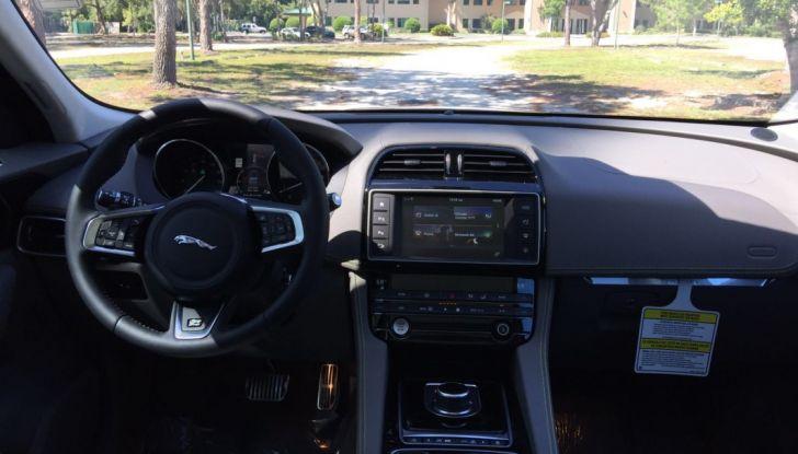 Jaguar F-Pace provata su strada negli USA, in Florida - Foto 12 di 19