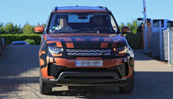Land Rover Discovery 2017: le foto spia del prototipo - Foto 2 di 14