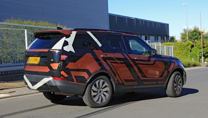 Land Rover Discovery 2017: le foto spia del prototipo - Foto 10 di 14