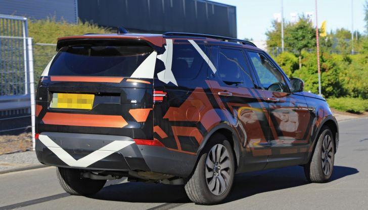 Land Rover Discovery 2017: le foto spia del prototipo - Foto 11 di 14