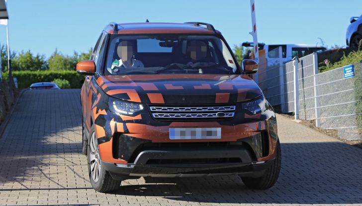Land Rover Discovery 2017: le foto spia del prototipo - Foto 3 di 14