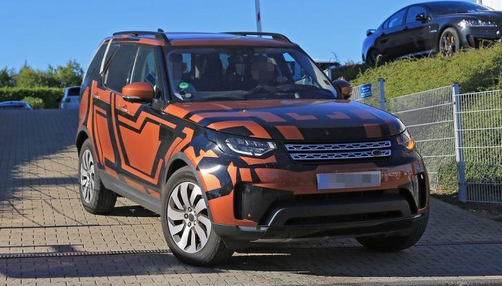 Land Rover Discovery 2017: le foto spia del prototipo - Foto 4 di 14