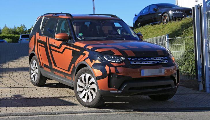 Land Rover Discovery 2017: le foto spia del prototipo - Foto 5 di 14