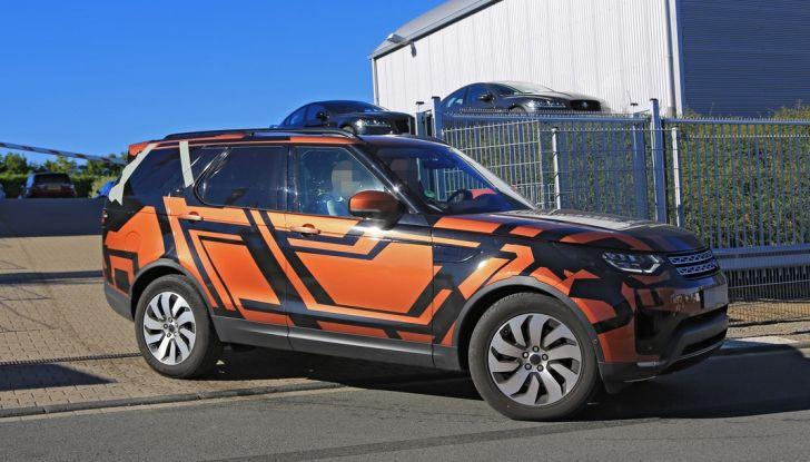 Land Rover Discovery 2017: le foto spia del prototipo - Foto 6 di 14