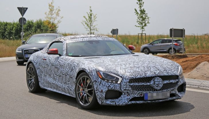 Mercedes AMG GT Roadster, le prime immagini spia dei test - Foto 2 di 10