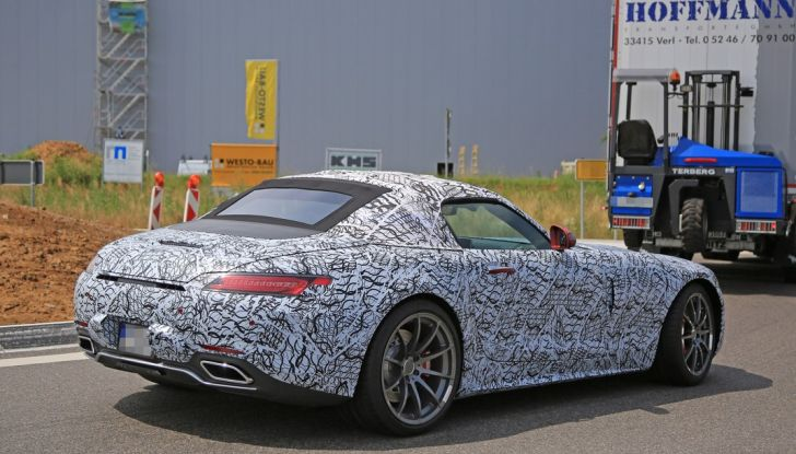 Mercedes AMG GT Roadster, le prime immagini spia dei test - Foto 5 di 10